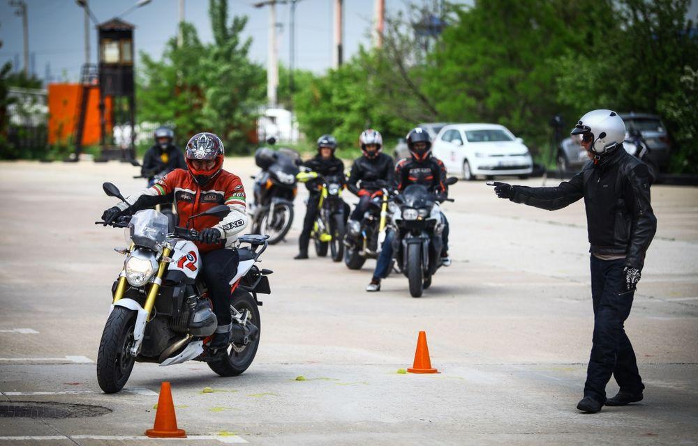 La şcoală pe două roţi: de ce ai nevoie de un curs de conducere defensivă după ce-ţi iei permisul moto - Poza 21