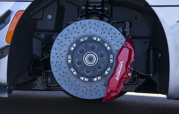 Dodge Viper ACR, cea mai performantă versiune a sportivei, se prezintă - Poza 21