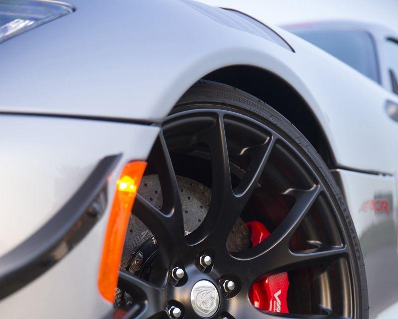 Dodge Viper ACR, cea mai performantă versiune a sportivei, se prezintă - Poza 18