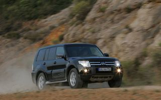 Viitorul Mitsubishi Pajero va păstra capacităţile off-road şi va deveni hibrid plug-in