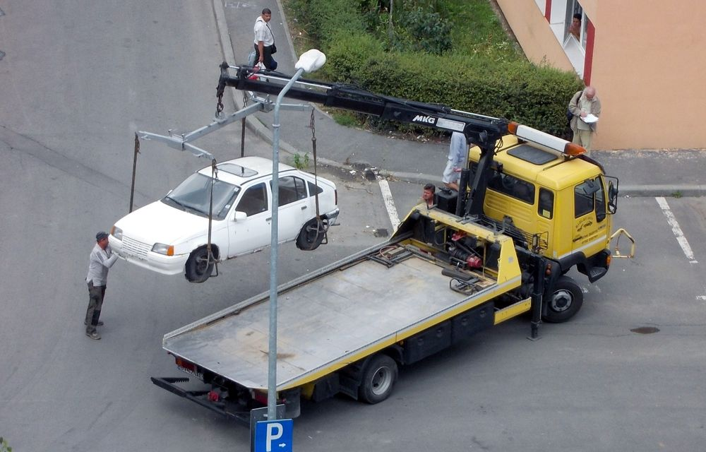 Ridicarea maşinilor parcate ilegal nu va mai putea fi decisă de administraţiile locale - Poza 1