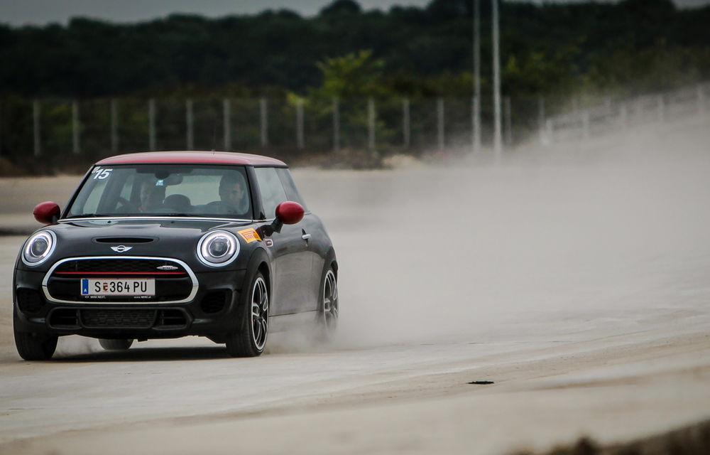 Noul Mini John Cooper Works e disponibil în România: cel mai puternic Mini al noii generaţii costă 32.550 de euro - Poza 2