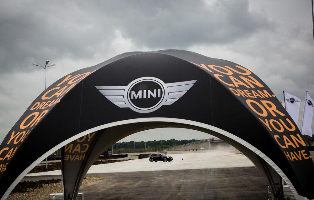 Noul Mini John Cooper Works e disponibil în România: cel mai puternic Mini al noii generaţii costă 32.550 de euro - Poza 13