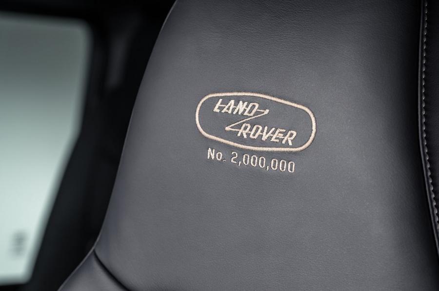 Land Rover Defender a ajuns la borna două milioane chiar în anul de adio - Poza 13