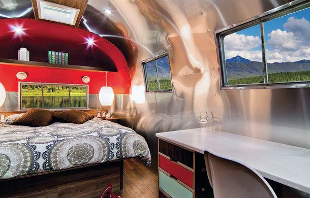 Rulota de 200.000 de euro: plină de istorie şi recondiţionată pentru a arăta ca un apartament modern - Poza 3