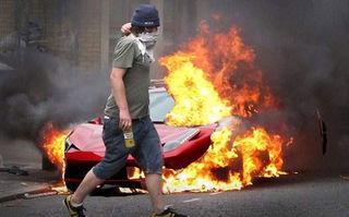 Un puști de 20 de ani și-a incendiat Ferrari-ul 458 Italia pentru că își dorea unul mai nou