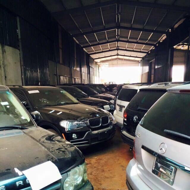 144 de maşini de lux au fost abandonate într-un depozit din Vietnam după ce au fost capturate de poliţia din Hanoi - Poza 16