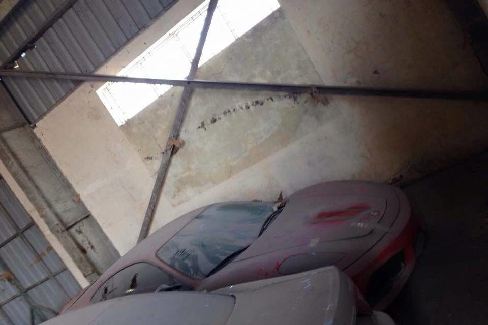144 de maşini de lux au fost abandonate într-un depozit din Vietnam după ce au fost capturate de poliţia din Hanoi - Poza 6