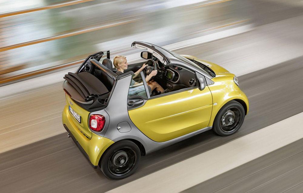 Smart Fortwo Cabrio: decapotabila vine cu un acoperiș din pânză, disponibil în trei culori - Poza 1