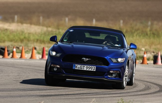 Test drive Ford Mustang Convertible