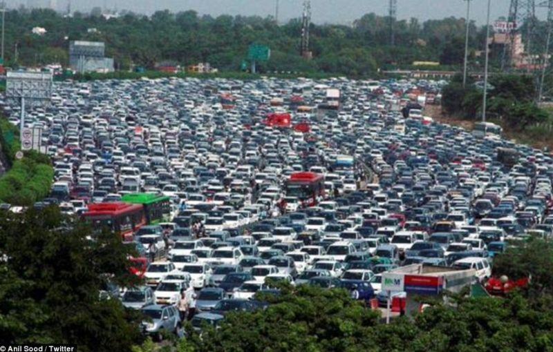 India: ambuteiaj pe 26 de benzi din cauza experimentelor pentru fluidizarea traficului - Poza 1
