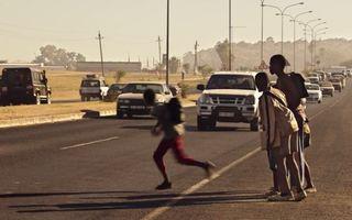 FIA lansează un scurt metraj de siguranță rutieră alături de Luc Besson: Salvați Copiii!