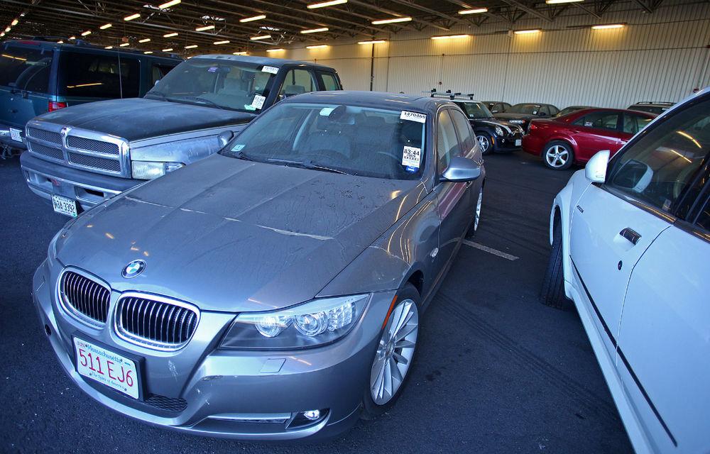 Licitație inedită în SUA: Mașinile abandonate la aeroport sunt de vânzare - Poza 1