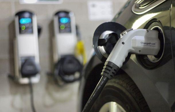 """Probleme noi pentru proprietarii de mașini electrice din SUA: """"E nevoie de reguli de bun-simț la punctele de încărcare"""" - Poza 4"""