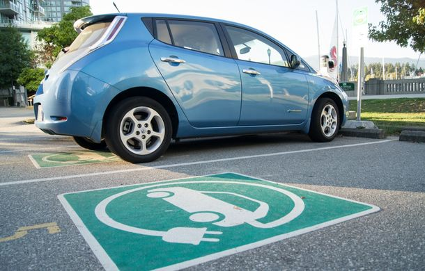 """Probleme noi pentru proprietarii de mașini electrice din SUA: """"E nevoie de reguli de bun-simț la punctele de încărcare"""" - Poza 1"""