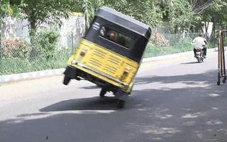Record inedit în India: cea mai lungă distanță parcursă pe două roți cu un triciclu motorizat