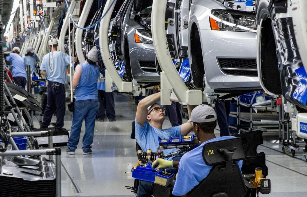 50 de angajaţi Volkswagen au recunoscut implicarea în Dieselgate. Constructorul ia un împrumut de 20 de miliarde euro - Poza 1