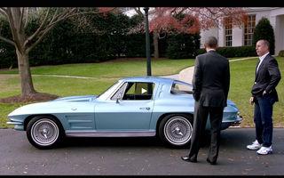 Cadou de sfârșit de an: Barack Obama, invitatul lui Jerry Seinfeld într-un Corvette Stingray din 1963