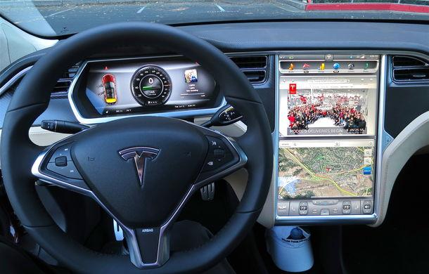 Dacă nu-i poţi învinge, alătură-te lor: Tesla ar putea integra aplicaţii de Android şi iPhone - Poza 1