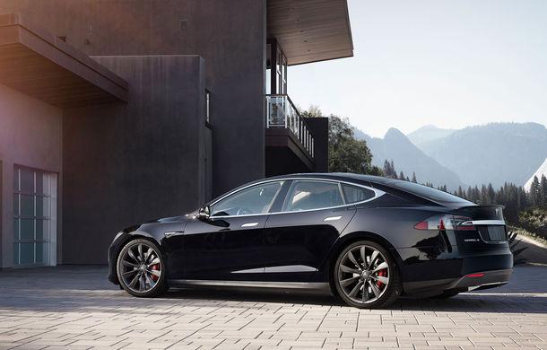 Nu doar cu telefonul: Tesla Model S se poate parca în garaj şi cu ceasul Apple Watch - Poza 1