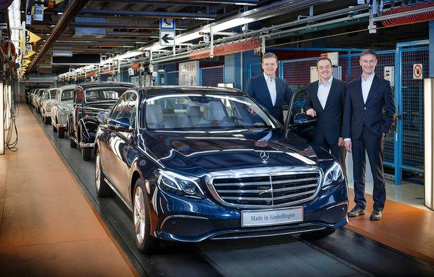 În așteptarea comenzilor: Mercedes a dat startul producției noii generații Clasa E înainte de lansarea sa europeană - Poza 1