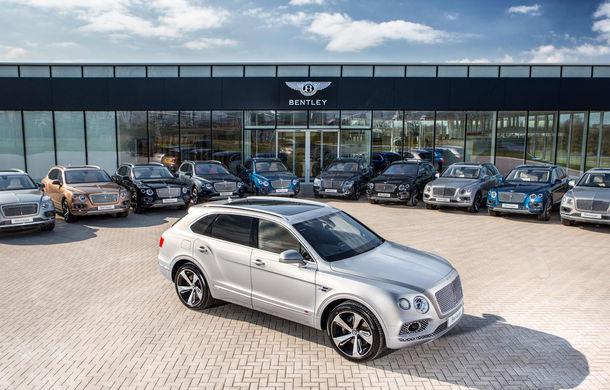 Cei mai fericiți clienți auto ai zilei s-au întâlnit în Marea Britanie: Bentley a livrat primele exemplare ale SUV-ului Bentayga - Poza 1
