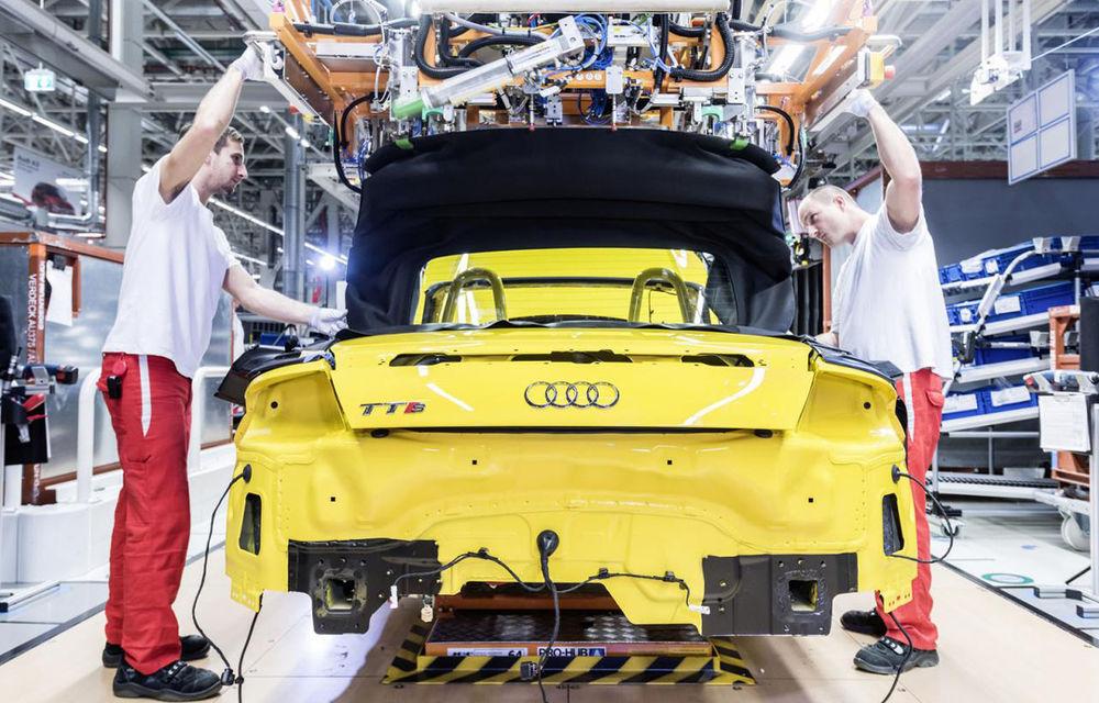 Ungurii s-au săturat de salariile mici: angajaţii Audi ameninţă cu greva după ce li s-a refuzat o mărire de 65 de euro - Poza 1
