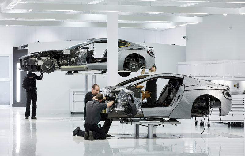Coadă ca la pâine pentru un loc de muncă la Aston Martin: 3000 de englezi au căutat să se angajeze - Poza 1