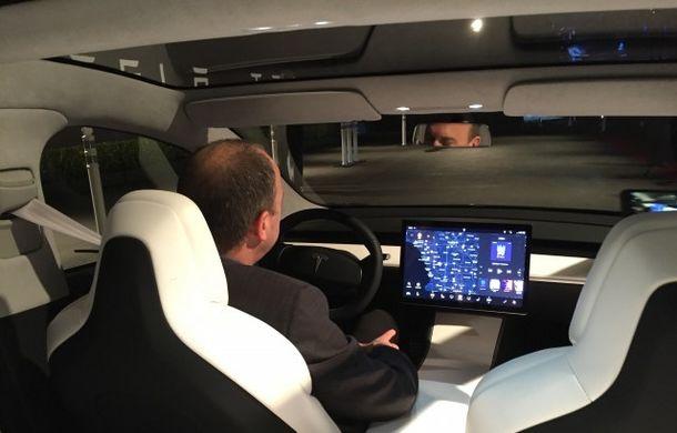 Mai simplu înseamnă mai ieftin: interiorul simplist al lui Tesla Model 3, cheia atingerii unui preț de pornire de 35.000 de dolari - Poza 4