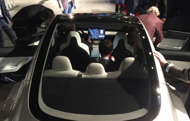 Mai simplu înseamnă mai ieftin: interiorul simplist al lui Tesla Model 3, cheia atingerii unui preț de pornire de 35.000 de dolari - Poza 2
