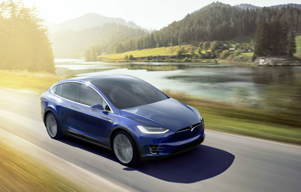 Noi probleme pentru Tesla: toate unităţile Model X fabricate până martie, rechemate în service pentru defecţiuni la al treilea rând de scaune - Poza 1