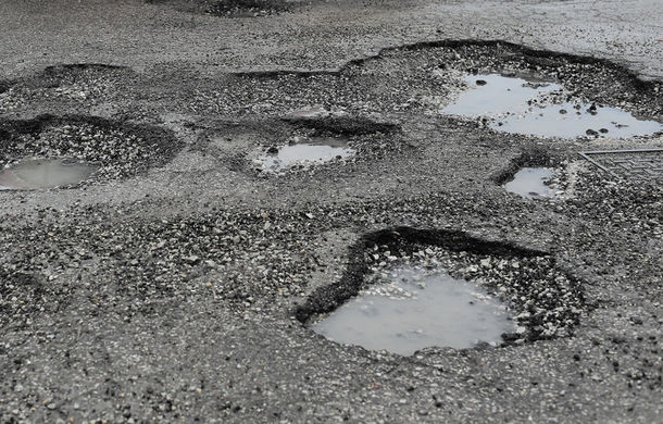 Inventarul gropilor din România: aplicaţia Waze permite semnalarea gropilor de pe şosele. Autorităţile promit că vor colecta datele - Poza 1