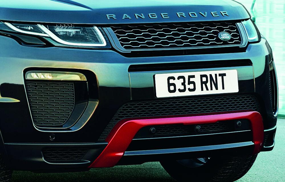 Range Rover Evoque primeşte un display de 10 inch şi o ediţie limitată cu plafon roşu - Poza 15