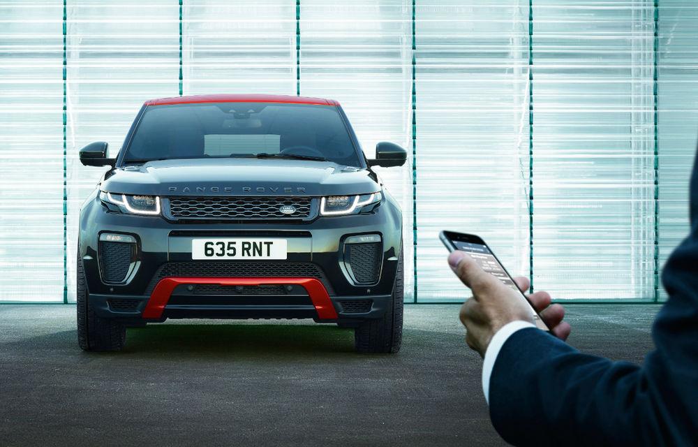 Range Rover Evoque primeşte un display de 10 inch şi o ediţie limitată cu plafon roşu - Poza 12