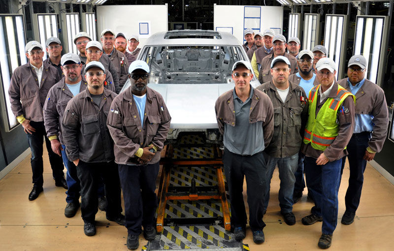Gata de testare: Volkswagen a prezentat prima imagine a viitorului SUV cu șapte locuri - Poza 1