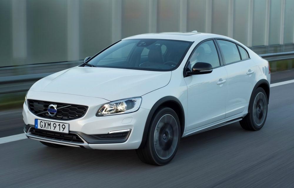Nu orice crossover devine un succes: Volvo S60 Cross Country a devenit oaia neagră a suedezilor - Poza 1