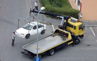 Proiect de lege: maşinile parcate neregulamentar care încurcă circulaţia vor putea fi ridicate