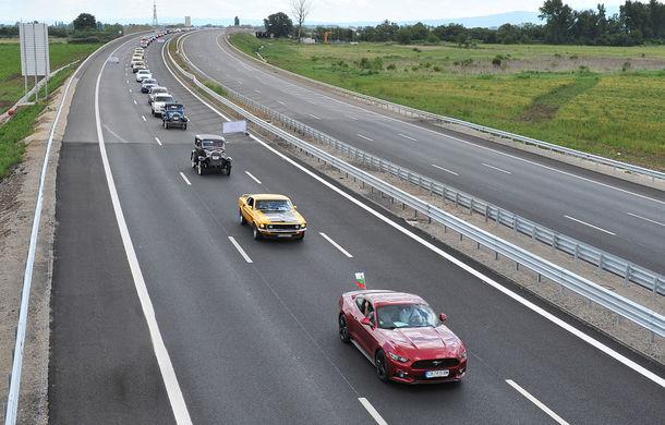 """Bulgarii intră în Cartea Recordurilor: cel mai lung șir de modele Ford din istorie a fost """"întins"""" lângă Sofia - Poza 1"""