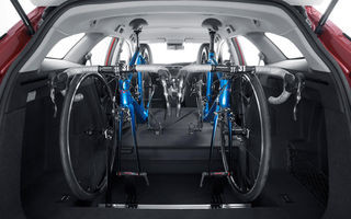 Ce poți face cu un portbagaj imens: suport pentru două biciclete în interiorul lui Civic Tourer