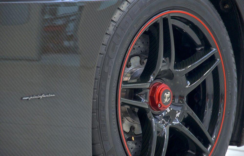Cel mai scump Ferrari Enzo nu este nici măcar vopsit: exemplarul se vinde cu trei milioane de euro - Poza 11