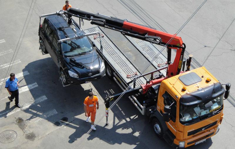 Proiect de lege: maşinile vor putea fi ridicate dacă blochează circulaţia pietonilor pe trotuar - Poza 1