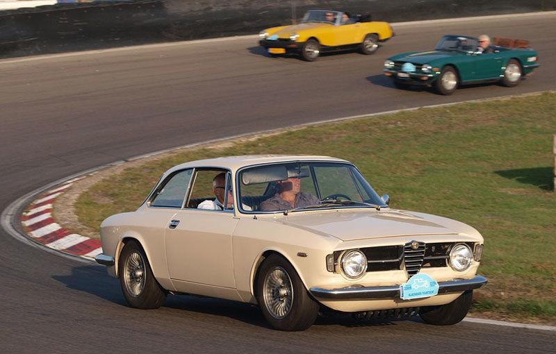 Cursă pentru veterani: Mașinile clasice vor avea propria competiție pe un circuit de lângă București - Poza 1