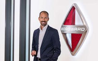 După ce a schimbat fața modelelor Mini, designerul englezilor pleacă să deseneze mașini pentru Borgward, o firmă renăscută din cenușă