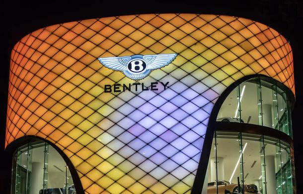 Showroom excentric pentru Bentley în Dubai: 6 etaje, 7000 de metri pătrați, grădină la ultimul etaj - Poza 3