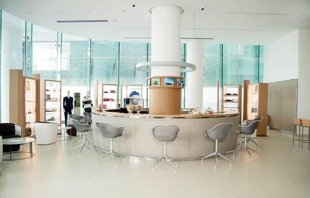 Showroom excentric pentru Bentley în Dubai: 6 etaje, 7000 de metri pătrați, grădină la ultimul etaj - Poza 4