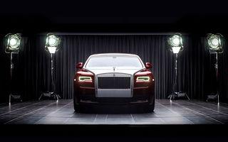 """Rolls Royce adoptă o strategie diferită de Bentley: """"Nu vom renunța la motoarele V12 și nu vom face mașini mai mici decât Ghost"""""""