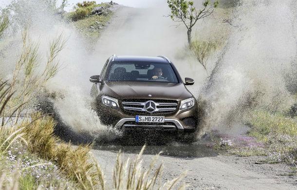 Mercedes își extinde avansul în segmentul premium în august: creștere dublă comparativ cu BMW datorită noului Clasa E și a SUV-urilor - Poza 1