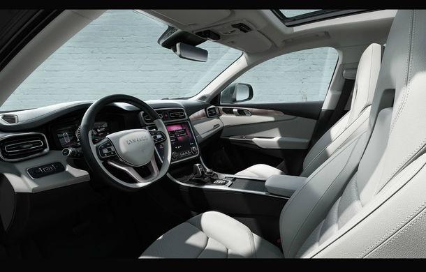 Geely vrea să revoluţioneze industria: SUV-ul Lynk 01 este conectat la internet, se controlează prin smartphone şi are magazin de aplicaţii - Poza 11