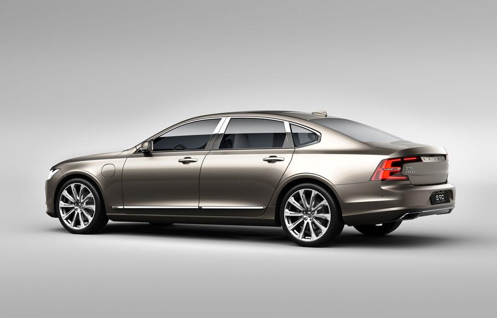Cererea pentru Volvo XC90 trimite S90 în China: sedanul va fi produs la Daqing pentru că nu mai are loc în fabrica din Suedia - Poza 2