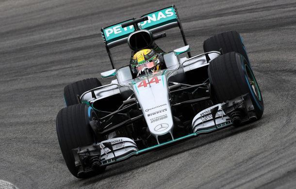 Hamilton câştigă pe ploaie în Brazilia şi rămâne în cursa pentru titlu! Rosberg şi Verstappen completează podiumul - Poza 1